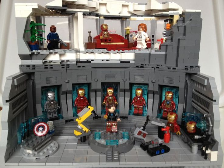 LEGO Iron Man Armoury / Malibu Mansion