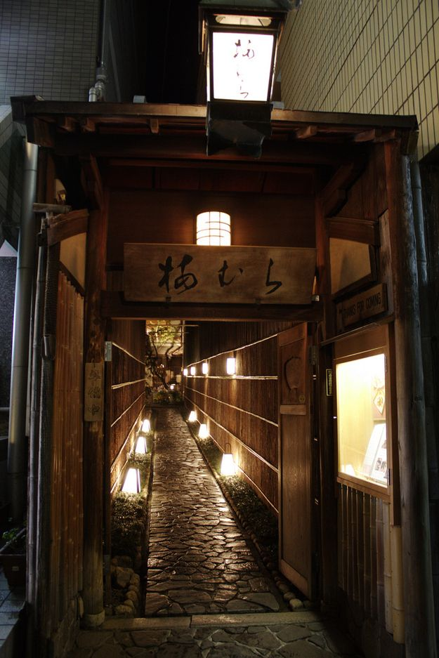A hidden alley in Pontocho