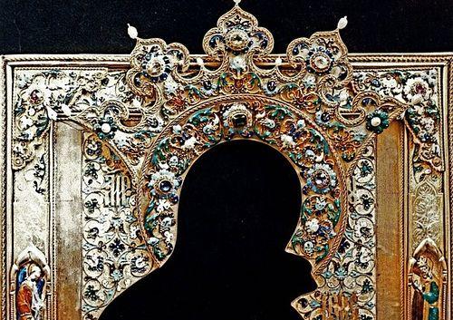"""Оклад на икону """"Богородица Умиление"""" Скань, эмаль, камни. Фрагмент"""