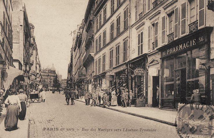 rue des Martyrs - Paris 9ème/18ème La rue des Martyrs au niveau de la rue Clauzel (à gauche), en direction de l'avenue Trudaine, vers 1900.