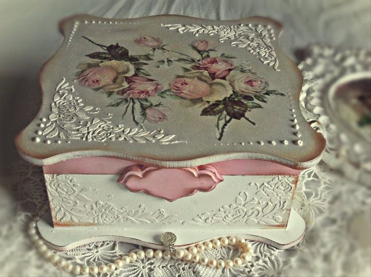 Vintage decoupage shabby chic box white pink roses romantic