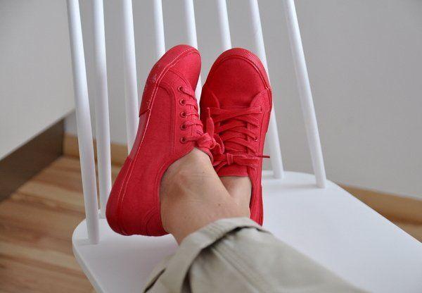Fess piros cipőt nyárra - Masni / How to spraypaint simple sneakers for summer DIY, Novasol Spray Paint