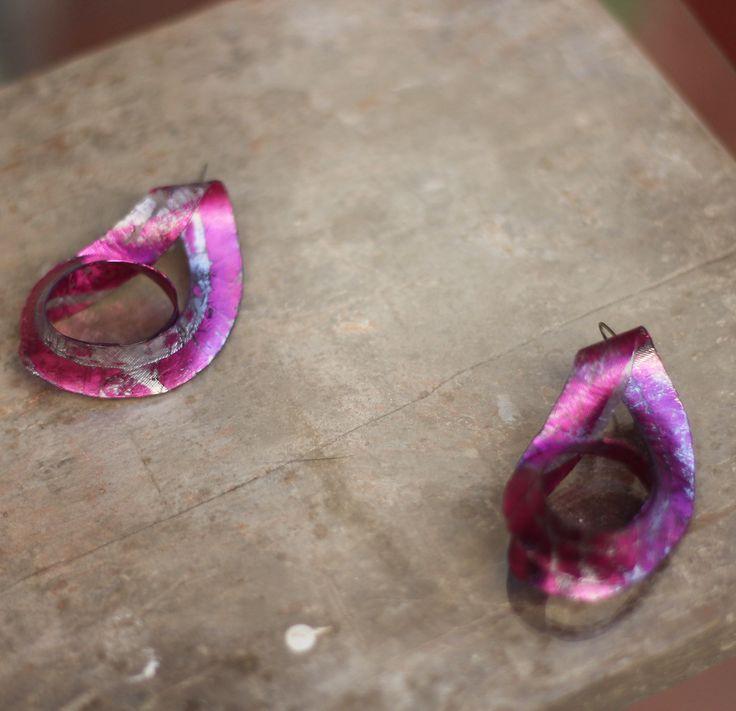 Aros Moebius hechos a mano con tecnica de fusion. Color de verano!