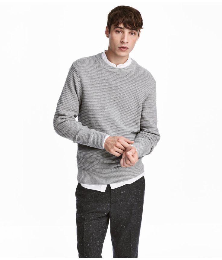 ¡Echa un vistazo! Jersey de manga larga en tejido de algodón de canalé. Escote, puños y bajo en punto de canalé. – Visita hm.com para ver más.