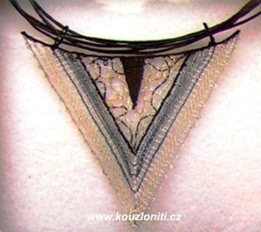 21 - vystavené jsou i autorské krajky - šperky Jany Novákové