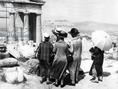 English tourists sightseeing at the Acropolis, Athens, 1926 (b/w photo)/ SZ…
