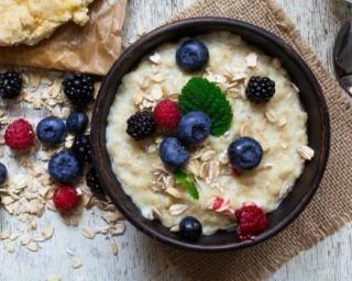 Bowl cake aux fruits rouges et lait de coco : http://www.fourchette-et-bikini.fr/recettes/recettes-minceur/bowl-cake-aux-fruits-rouges-et-lait-de-coco.html