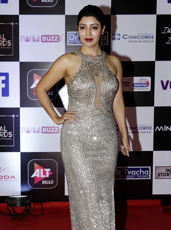 Gurmeet Choudhary's wife Debina Bonnerjee turned heads in her glittering  outfit #Shimmer #Gown #Silverdress #Prom … | Hot dress, Bollywood fashion,  Silver dress