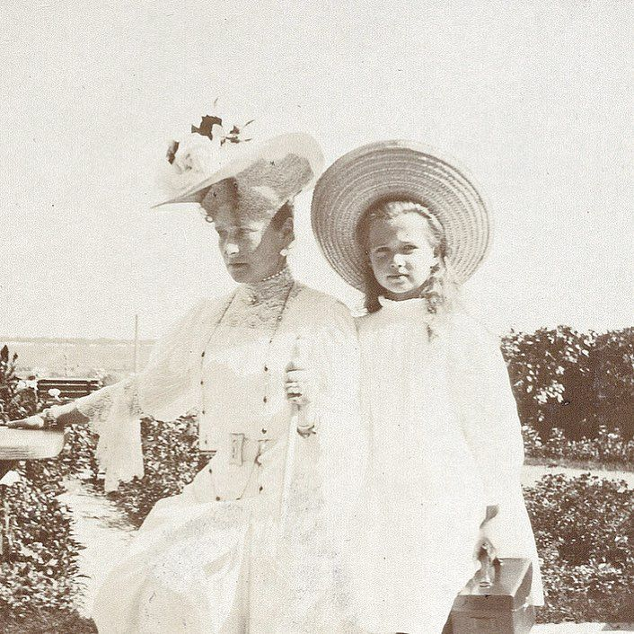 Empress Alexandra Feodorovna of Russia with her third daughter, Grand Duchess Maria Nikolaevna.
