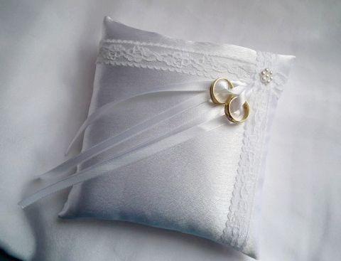 Francia csipkés gyűrűpárna gyöngy virággal - nagy méret, Esküvő, Dekoráció, Gyűrűpárna, Varrás, Gyöngyfűzés, Meska