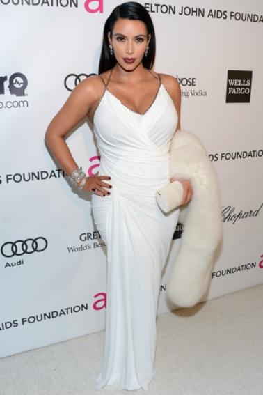 """Hollywoods kurvede divaer svarer igen - - ElleReality-dronningen, som venter barn med Kanye West, hørte en del for det, da et uretoucheret billede af hende, som viste, at stjernen (som alle os andre) også døjer med appelsinhud. Kardashian svarede: """"Jeg er stolt af min krop og mine kurver. Og at dette billede er kommet ud, hjælper sikkert andre kvinder til at se, at selvom jeg er på forsiden af blade, betyder det ikke, at jeg er perfekt!""""."""