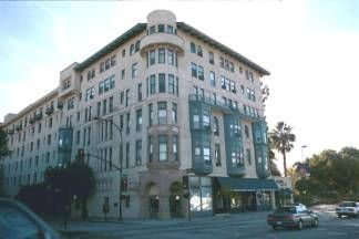The Pasadena historic district has many old buildings still evident from the early Route 66 days. Classic art deco intermingles with 1900s architecture to form a colorful eclectic collection of vintage buildings that hint of the Golden Era of Southern California. An old Pasadena hotel still shows its former glory along Route 66.