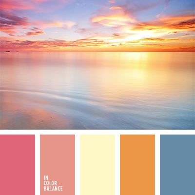 El mar cálido, el cielo alto y la puesta del sol maravillosa.  Los tonos coral y el azul cerúleo armonizan muy bien entre sí.  Los colores ocre vivo y beige fresco equilibran esta paleta.  Tal esquema de color es una excelente opción para fachadas de casas rurales.