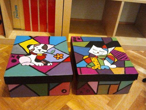 Cajas de cart n pintadas con botes de pintura acr lica de - Manualidades con cajas de madera ...