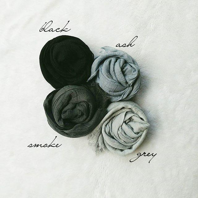 Jilbab Pashmina Rawis Kusut / kerudung Rawis Polos Bahan Kusut / Pashmina Kusut / Jilbab Polos Kusut bahan: polyester import ukuran: 180x90cm ECER @30.000 GROSIR @25.000 (Min 5pcs, boleh pilih warna)