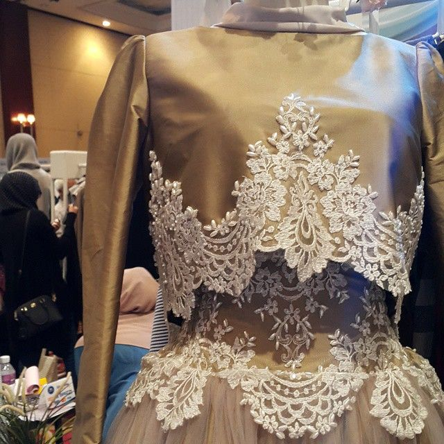 This dress come from Our very first luxury readytowear series. Its classic and elegant. Sooo #ALady  by ayudyahandari