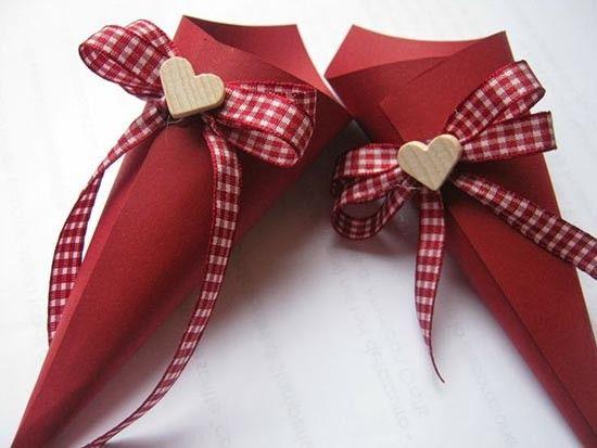 Coni portariso rossi con cuore. #wedding