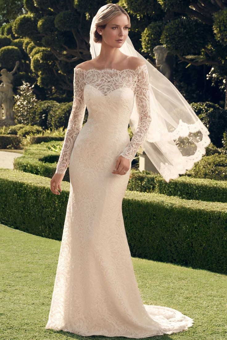 I love this gown so classy and sexy!