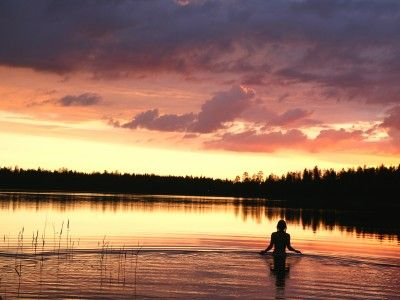 Get inspired, get re-energized, get active – the summer in Northern Lapland equals two months of nights like this. The sound of silence combined with the revitalizing rays of the Midnight Sun is nature's own remedy for the weary soul.