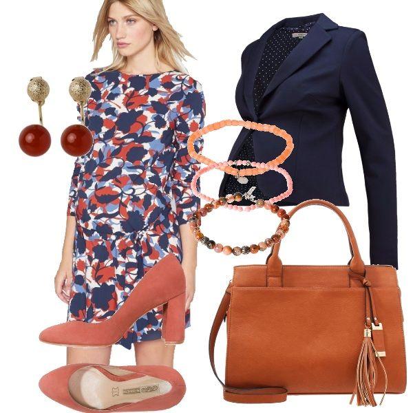Colori+a+me+molto+cari+arancio+e+blu,+sono+i+miei+preferiti+e+mi+ricordano+l'autunno;+outfit+composto+da+abitino+fantasia+con+cinturini+sui+fianchi+navy-orange.+Blazer+navy+con+bottone,+scarpa+con+tacco+comodo+quadrato+color+ruggine+con+accessori+abbinati