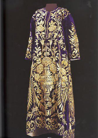Bindalli entari, late 19th century.  Goldwork on velvet.  Sadberk Hanim Müzesi.