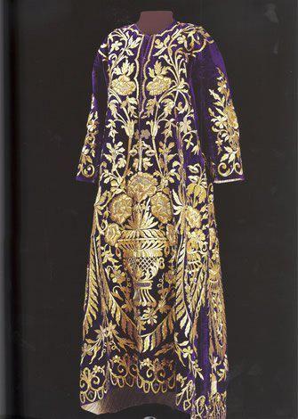 Bindalli entari, late 19th century.  Goldwork on velvet.  Sadberk Hanim Müzesi.