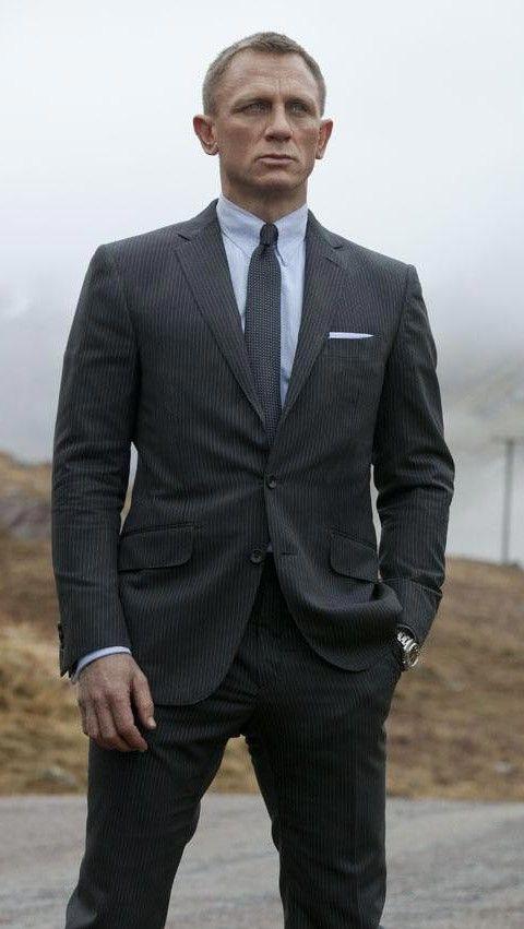 Teaser trailer en español de #Skyfall, la nueva película de James Bond.