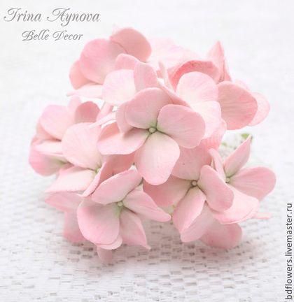 """Broche hecho a mano.  Masters Feria - broche de flor en el ojal artesanal hecha de arcilla de polímero """"Hortensia"""".  Hecho a mano."""