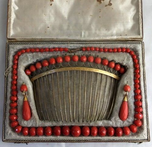 Eighteenth century coral set with coral hair comb