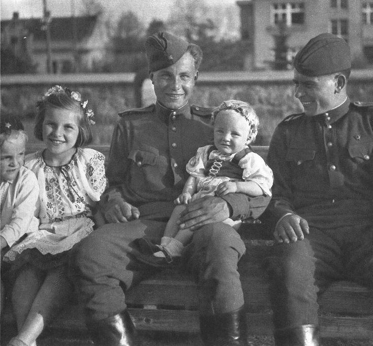Освобождение Чехословакии. (75 ФОТО). - ХРОНИКИ ПОСЛЕДНЕГО РУБЕЖА