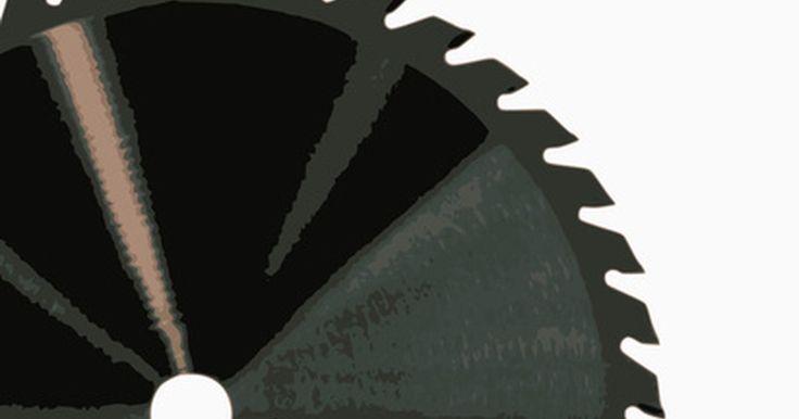 Como fazer gabaritos de madeira para corte em serra de fita. Muitos projetos de madeira precisam ter cantos cortados de forma tradicional ou em ângulos de 90 graus. As serras de mesa normalmente não vêm com dispositivos que permitam ao operador cortar ângulos, mas você pode fazer gabaritos simples de madeira e personalizá-los a seu gosto. Com alguns pedaços de madeira compensada, você pode fazer um gabarito ...