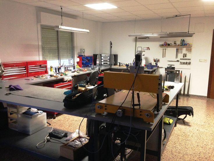 Somos capaces de restaurar cualquier instrumento antiguo incluso fabricar piezas para el mismo....