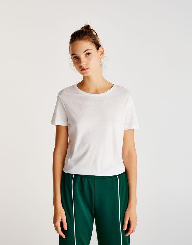 Koszulka basic z okrągłym dekoltem - Koszulki - Odzież - Dla Niej - PULL&BEAR Polska