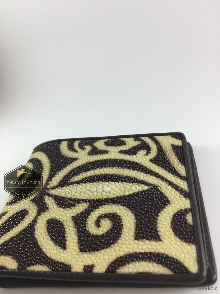 A stingray wallet with the Indonesia Batik Design by @drayleather . These stingray wallets have a pebbly texture with a highlighted central diamond. This classic design of stingray wallet is the most popular. Combined with Indonesia Batik Design. . A beautifully handmade example of a sting ray wallet with a full cow skin interior. . • Hand selected stingray skin direct from the tannery. • Hand cut leather • A grade cowskin interior • 9.5cm x 11.5cm • card holders • ID holder..