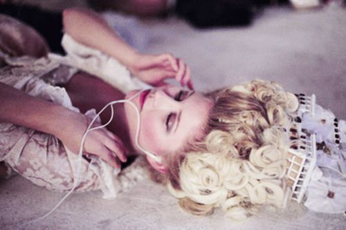 Kirsten Dunst on the set of Marie Antoinette (2006), directed by Sofia Coppola.