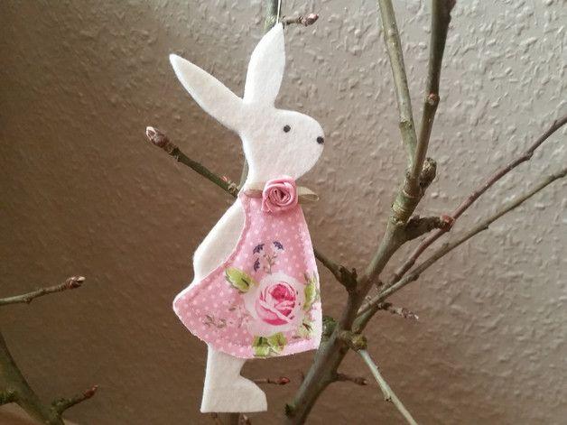 Osterhasen - Hase, Anhänger - ein Designerstück von flowerpower60 bei DaWanda