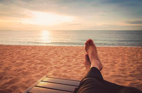 Dicas práticas para pés saudáveis A melhor coisa a fazer com a nossa saúde é a prevenção. Com relação ao cuidado com seus pés não pode ser diferente. São cuidados básicos e fáceis que evitarão problemas maiores e menos doloridos