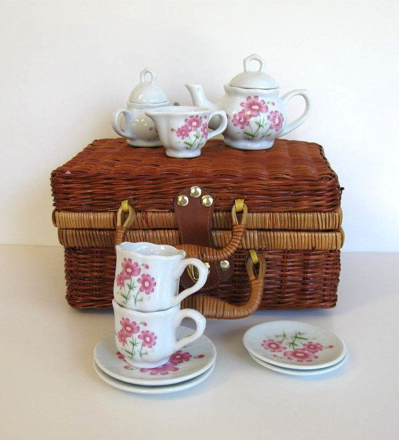 Toy Picnic Basket : Child s tea set wicker basket vintage toy kids picnic
