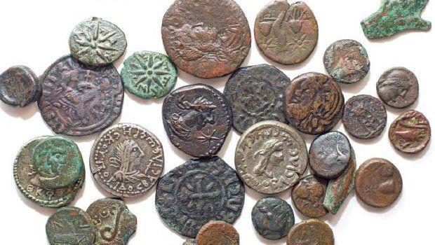 Nero, Cäsar und Traian: Sie alle gingen einmal von Hand zu Hand. Die römischen Herrscher haben durch ihr Porträt ihre Bedeutung unterstrichen. Auf griechischen Münzen, die einige Jahrhunderte zuvor geprägt wurden, wurden eher Pflanzen, Tiere oder Götter verewigt. Über diese…