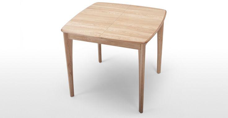 La table en chêne à rallonges Monty a un design carré à mécanisme papillon pour…