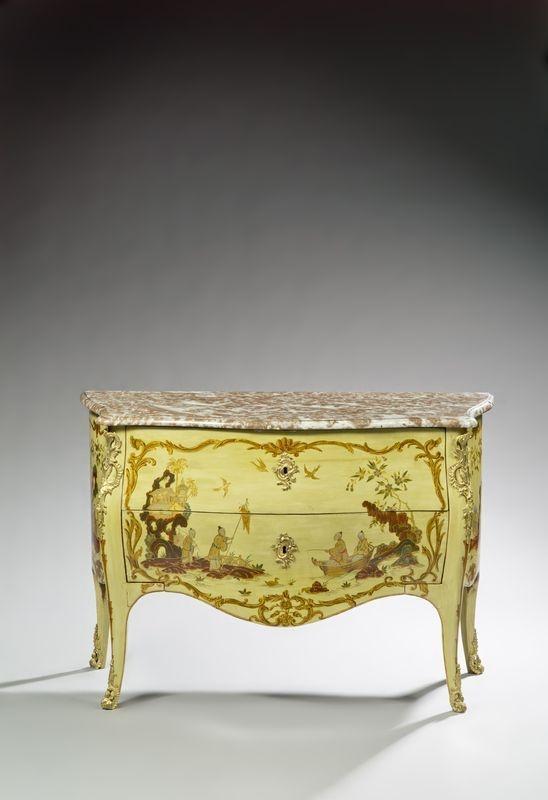 Pierre Macret(1727-1796).Commode laquée vert et bronze doré.Dessus de marbre rouge et gris.Epoque Louis XV.PhotoChristian BARAJA