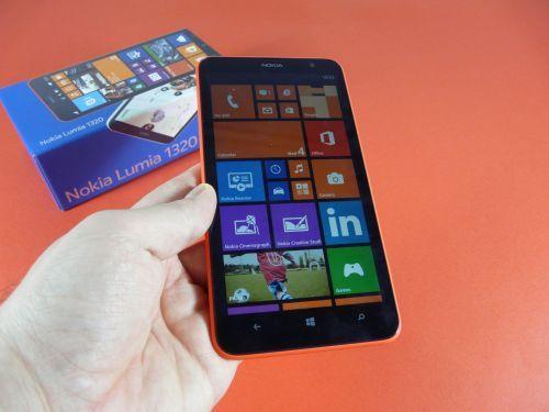 Nokia Lumia 1320 Unboxing: maxi phablet, mini preţ (Video)