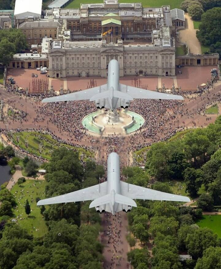 Vickers VC-10 over Buckingham Palace.