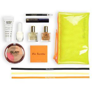 A l'intérieur de la itset box, découvrez une sélection de 8 produits de beauté et 2 accessoires: - NUXE 1 Huile Prodigieuse et 1 Huile Prodigieuse Or 10ml Visage, Corps, Cheveux - JAMES READ 1 Masque de Sommeil Bronzage visage 25ml - L'OREAL 1 Poudre Belle Mine Terra Healthy Glow - ESTEE LAUDER 1 coffret avec 1 mini Mascara Sumptuous Infinite et 1 mini Crayon Yeux Double Wear - CLINIQUE 1 miniature Aromatics in White 4ml - MARIONNAUD 1 Palette Maquillage + 1 trousse beauté  - Lot 3…