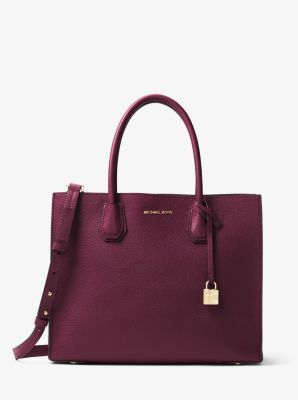 Crafted from bonded leather for an exceptionally lightweight feel, our streamlined Mercer tote is a thoughtful update to a timeless silhouette. Tuck important items—such as your keys, tablet and wallet—in the median zippered compartment, and carry it by its elegant top handles or as a hands-free crossbody.