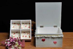 NOUVEAU - superbe Coffret à bijoux #shabbychic, intérieur divisé en compartiments, en vente sur notre boutique #coffrets #boites #cadeaux #personnalisés http://www.lescoffretsdumorvan.com/coffret-a-bijoux-shabby,fr,4,CBSH.