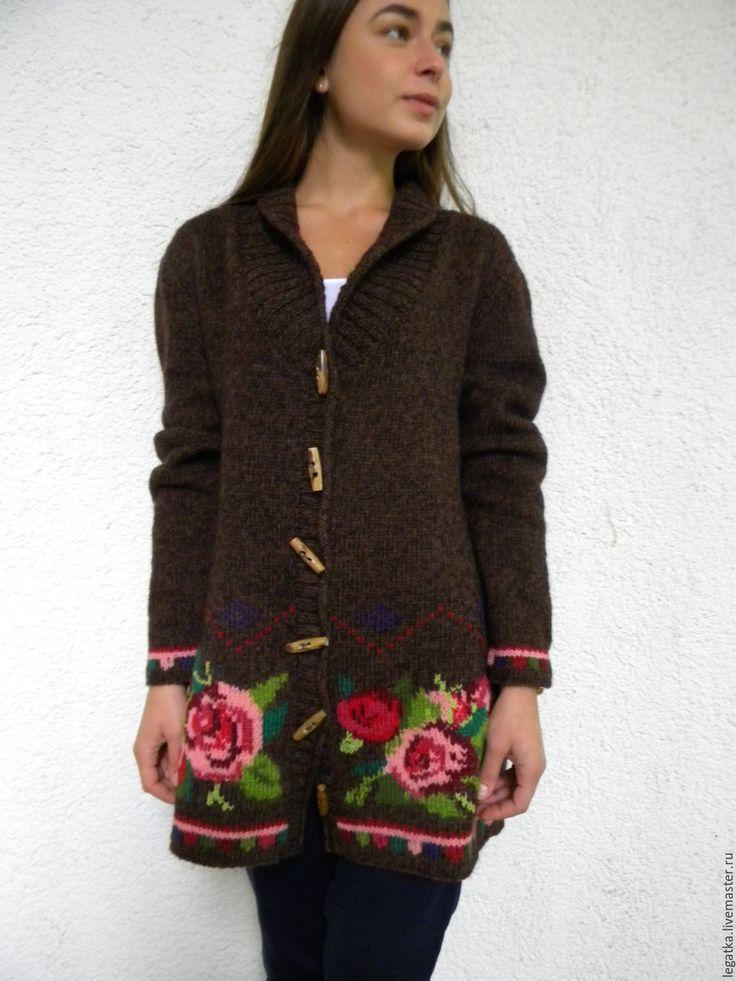 Вышивка на вязаном жакете