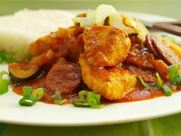 Tradiční jídlo z Louisiany je z mořských plodů, můj recept je s kuřecím masem. Je parádní s rýží basmati. 1. Rozehřejte olej v hluboké pánvi a...