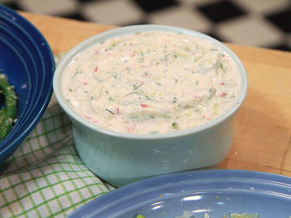 Yoghurtsås med dragon och rädisa | Recept.nu
