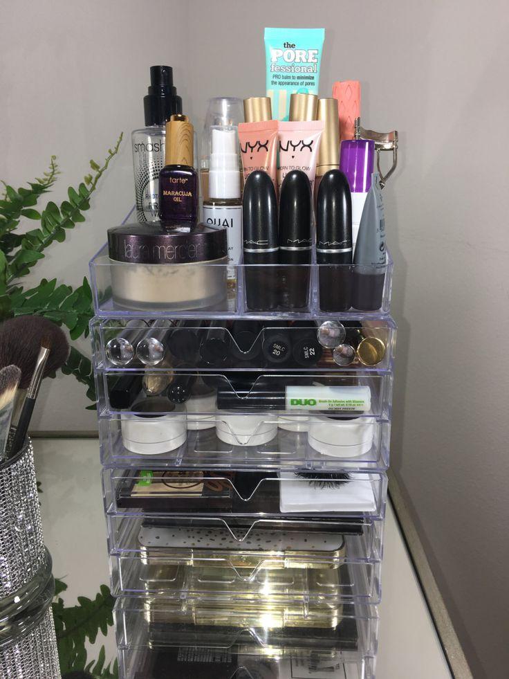 Diese Make-up-Organisatoren sind unverzichtbar für jede Schönheit-Guru! Ein Hauch von Glamour zu Ihren bevorzugten Platz!    12 Lippenstift Inhaber--ideal für Haut Illuminatoren, Lipgloss, flüssiger Lippenstift und Nagellacke! 6 Schubladen - perfekt für Make-up Schwämme, Stiftungen, BB Creams, Bronzer, Wimpern, erröten und Höhepunkt Paletten, Mittel/groß Lidschatten und Kontur Paletten, Lippe & Eyeliner, Pigmente, flüssige Lippenstifte, AND SO MUCH MORE!   Große Lagerfläche für größere…